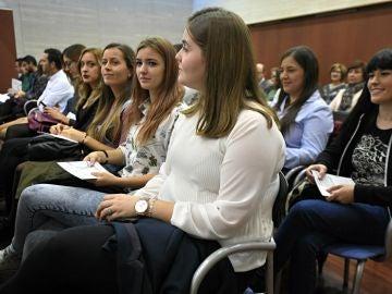 La insostenible situación de los jóvenes españoles: dos millones están en situación de pobreza y un 40% tiene grandes dificultades para llegar a fin de mes