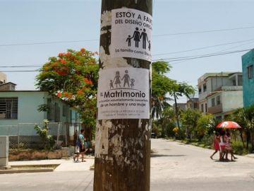 Carteles en contra del matrimonio homosexual en Cuba
