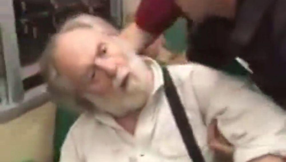 Un hombre finge un infarto cuando le echan de un tren por acosar a una mujer