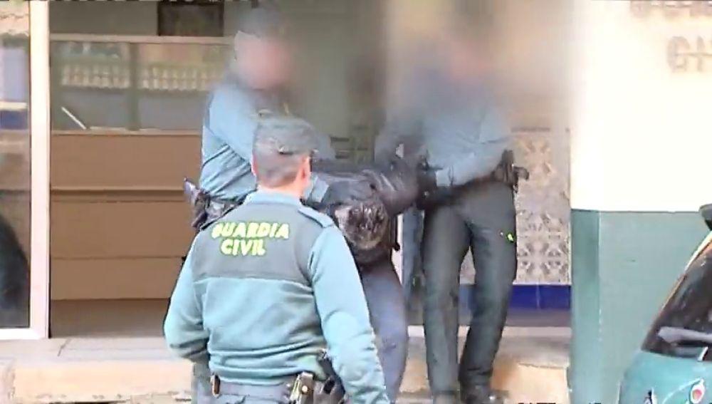 Bernardo Montoya siendo trasladado por la Guardia Civil