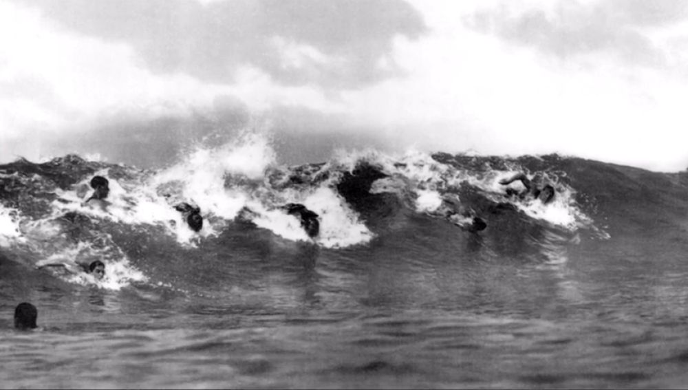 Surf sin tabla, o el Kaha Nalu: la historia de uno de los deportes más antiguos del mundo