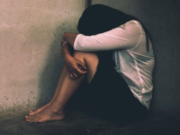 Chica llorando en una imagen de archivo