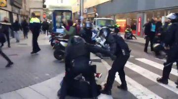 Cargas policiales en Barcelona.