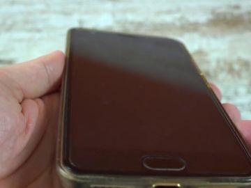 El truco definitivo para tener siempre limpia la pantalla del móvil