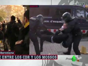 Cargas policiales contra los CDR en varios puntos de Barcelona que protestan contra el Consejo de Ministros