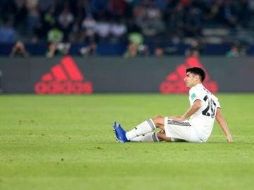 Marco Asensio, tendido en el suelo