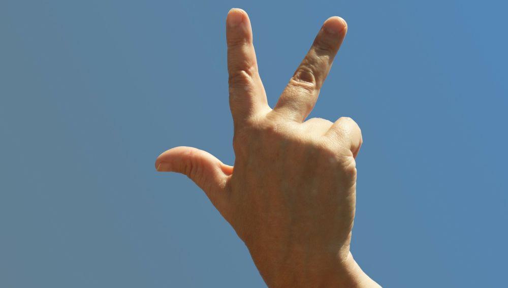 Tres solitarios dedos para marcar la soledad de tu vida