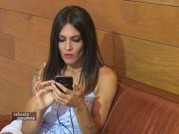 """Lorena Castell se somete al 'adictómetro' del móvil: """"Cuando me veo un poco ansiosa por mirar las publicaciones intento calmarme un poco"""""""