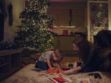 El latido de corazón de un niño con una grave enfermedad controla las luces navideñas de Londres para concienciar sobre su situación