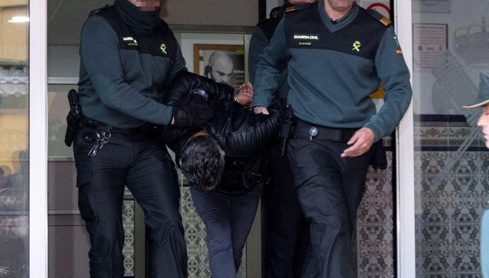 Bernardo Montoya saliendo del juzgado
