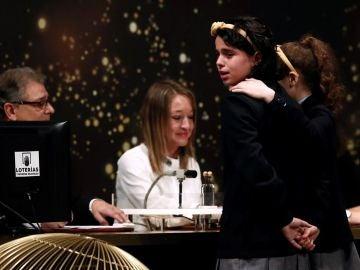 Carla García y Aya Ben cantando El Gordo