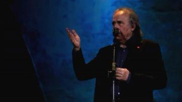 Serrat durante su concierto en Barcelona