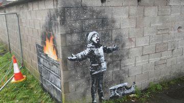 Banksy regala un mural a un pueblo industrial galés que ironiza sobre la contaminación