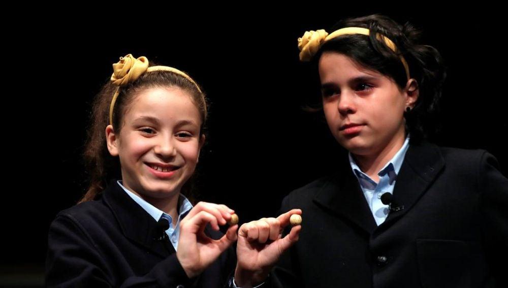 Niñas de San Ildefonso con El Gordo de la Lotería