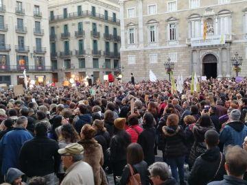 Concentración para exigir Justicia después de que un policía matara a una perra en Barcelona