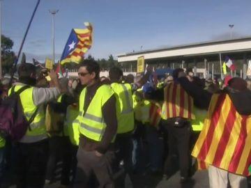 'Chalecos amarillos' e independentistas en la frontera con Francia