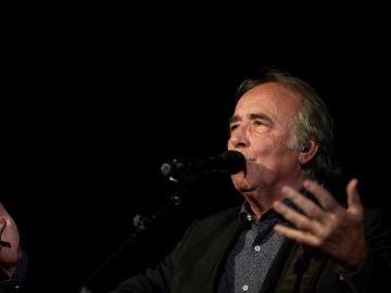 Joan Manuel Serrat durante un concierto