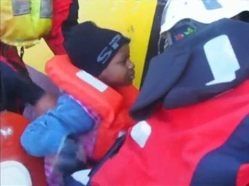 La ONG Sea Watch rescata a 33 migrantes frente a las costas de Libia, entre ellos seis menores