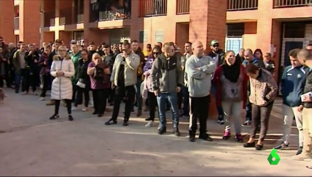Tensión vecinal en el barrio barcelonés de Sant Andreu: los vecinos acusan de abandono a los Mossos tras el asesinato a tiros de un hombre