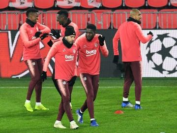 Umtiti, con Jordi Alba en un entrenamiento del Barça