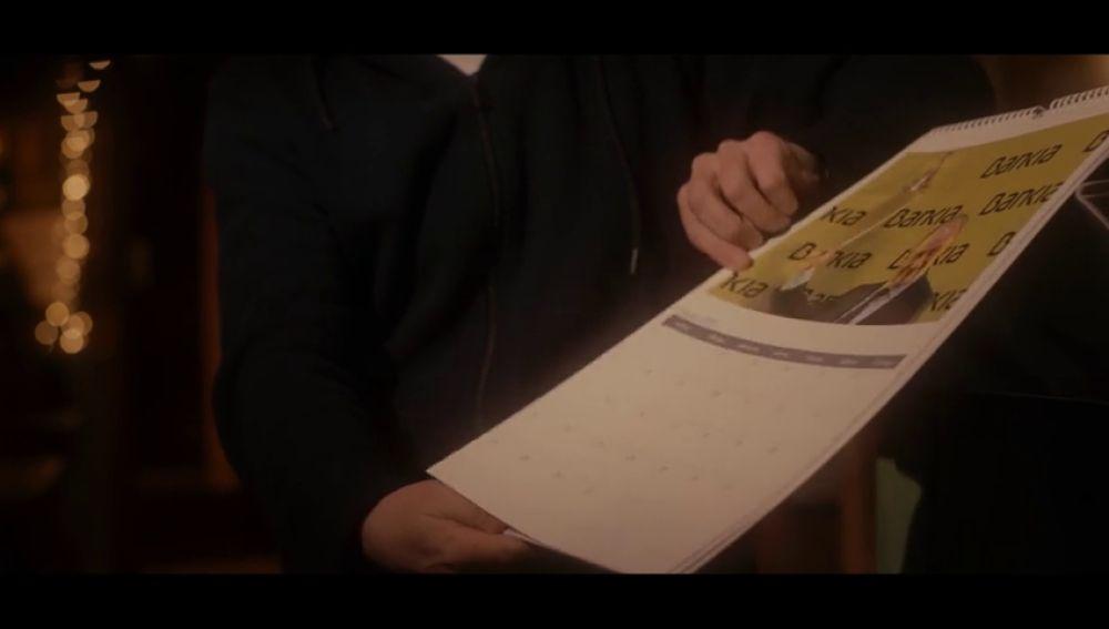 """Salvados regala a los vecinos de Gósol un calendario sobre los últimos 10 años de la banca: """"¿La página de Rodrigo Rato es para encender la estufa?"""""""