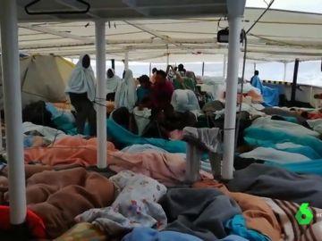 Dramática situación de los migrantes en el Open Arms: hacinados, convalecientes y casi sin provisiones