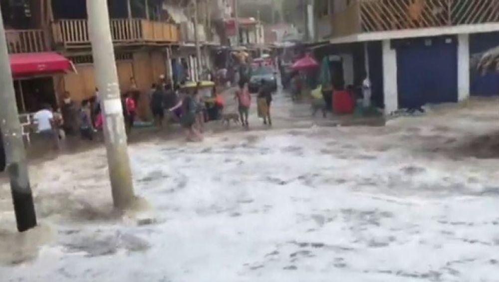 Los efectos del tsunami en Indonesia llegan hasta Perú