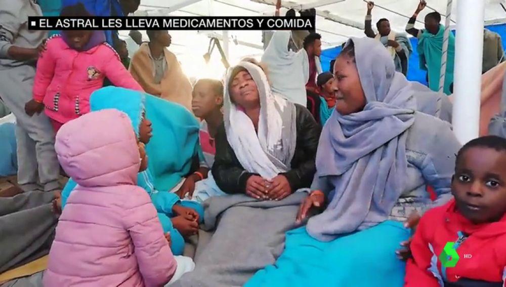 Varios migrantes a bordo del Open Arms