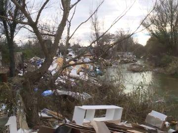 El problema de las chabolas de Las Sabinas: un poblado rodeado de residuos, ratas y contaminación
