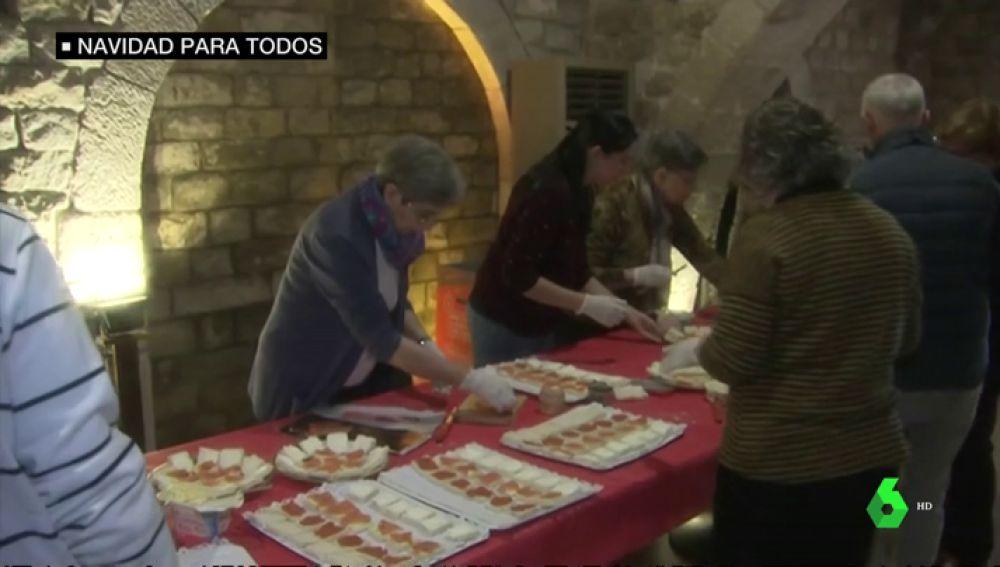 Organizan varias comidas solidarias para que las personas sin hogar disfruten de la Navidad
