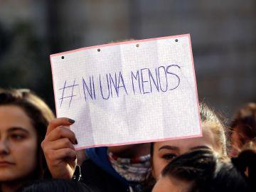 Más de trescientas personas se concentraron junto al ayuntamiento de Callosa d'En Sarrià