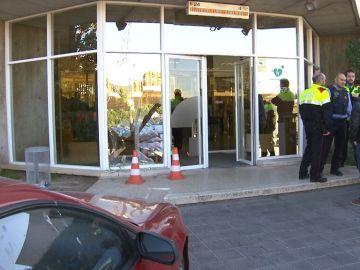 La puerta de TV3 y el coche que se ha estampado