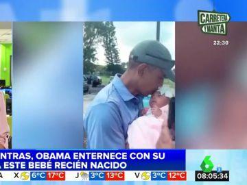 Barack Obama besa a un bebé