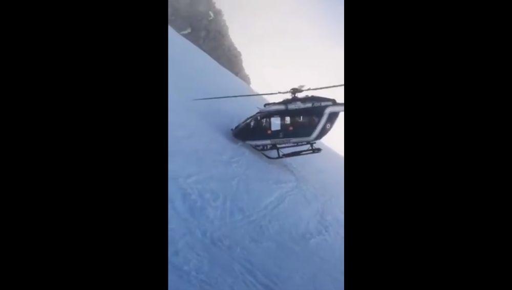 El helicóptero en el momento del rescate