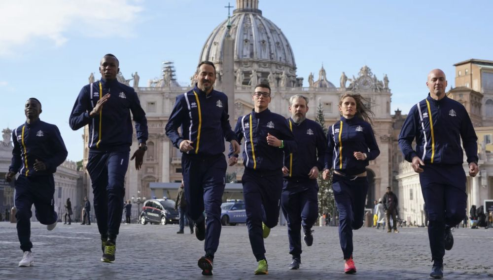 Integrantes de Vatican Athletics en la Plaza de San Pedro