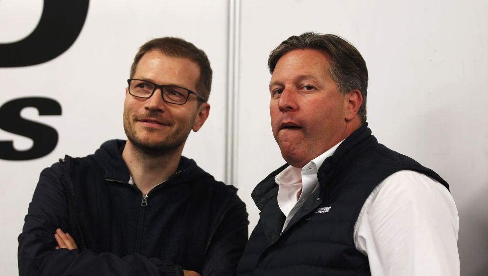 Andreas Seidl, junto a Zak Brown