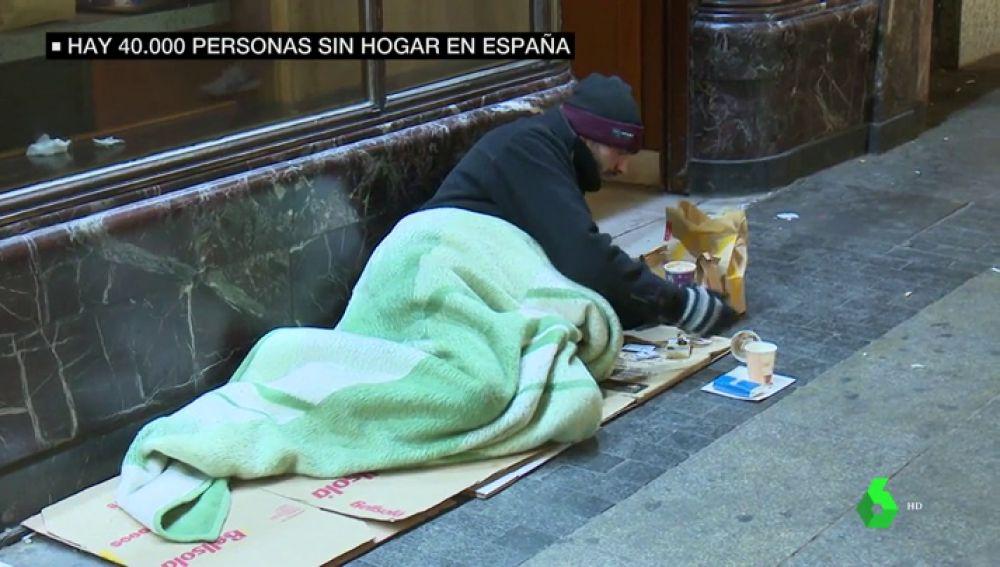 En soportales y con muchas mantas: así han pasado la noche más fría del año las 40.000 personas que viven en la calle en España
