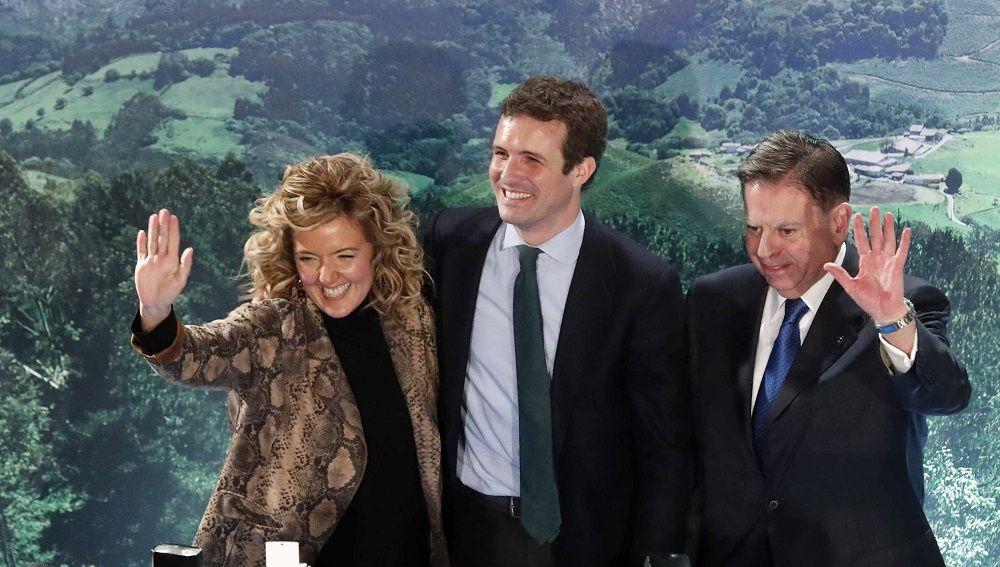 Pablo Casado en Oviedo junto a la candidata popular a la Presidencia del Principado, Teresa Mallada.