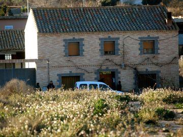 Vista de la casa en la que un vecino de 43 años de la localidad zaragozana de Fuentes de Ebro
