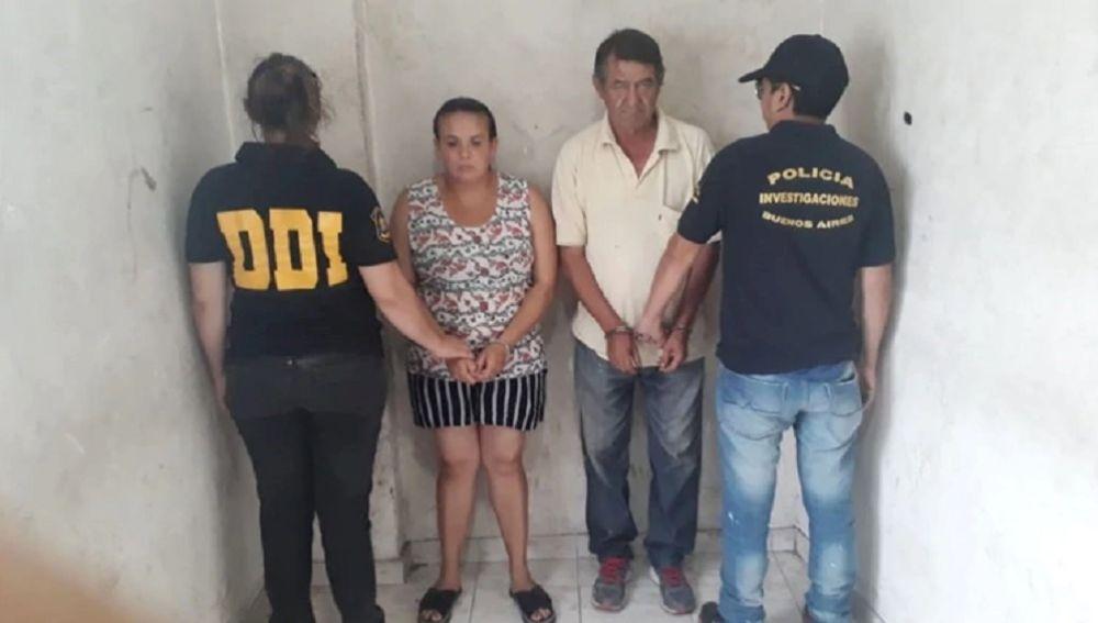 Imagen de los padres de la menor que fue violada por su casero durante dos años