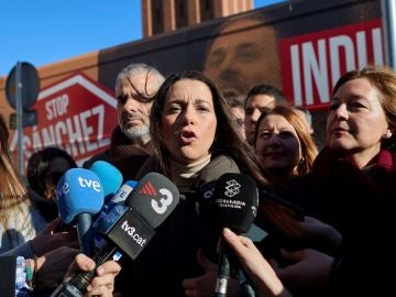 Inés Arrimadas ante los medios de comunicación