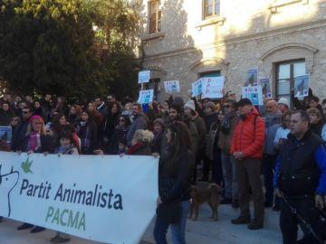 Imagen de la manifestación en Tarragona por la muerte de un perro por un disparo policial