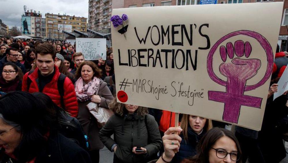 Manifestación en Pristina, Kosovo, por el Día de la mujer