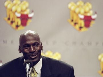 Michael Jordan anuncia su retirada del baloncesto en 1999
