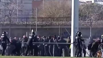 Cargas de los Mossos contra grupos de Arran y los CDR que intentaban impedir una paellada de Vox
