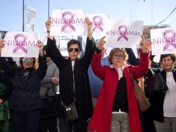 Repulsa a las puertas del Ayuntamiento de Fuengirola contra el asesinato machista