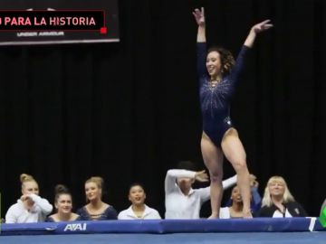 """El espectacular ejercicio de la gimnasta Katelyn Ohashi: """"Un diez no es suficiente para esta rutina de suelo"""""""