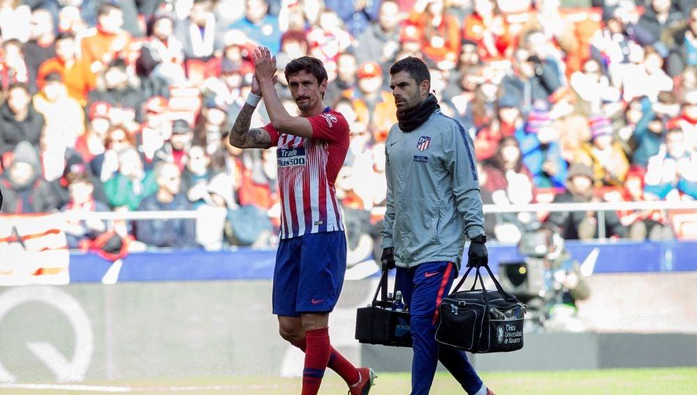 Savic aplaude a la afición en el Wanda Metropolitano
