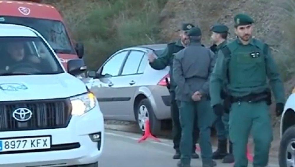 Agentes de la Guardia Civil durante la búsqueda de Yulen, el niño de dos años que cayó a un pozo en Totalán, Málaga