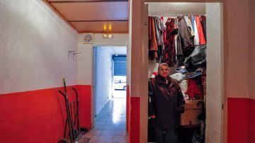 Rosario Planas muestra el interior del trastero